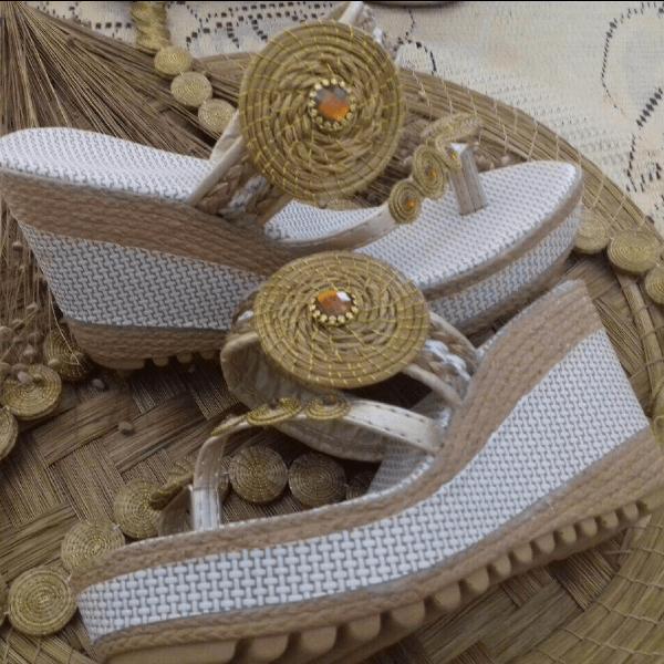 sandale compensée or végétal